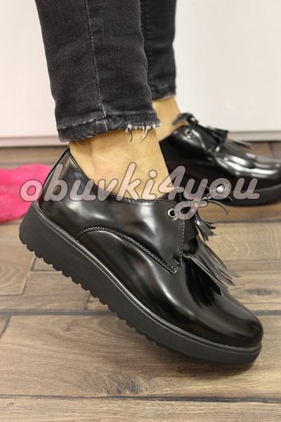 Дамски обувки на ниско ходило